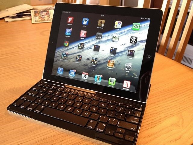 ipad-with-keyboard-cas-as-laptop