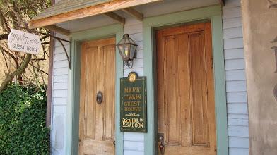 Photo: Natchez'de Mississippi'nin kıyısında çocukluğumuzu yoğuran Mark Twain'in evi.