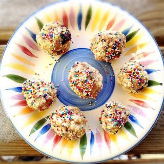 Cake Batter Oatmeal Protein Bites