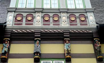 Photo: Figurenschmuck am Rathaus