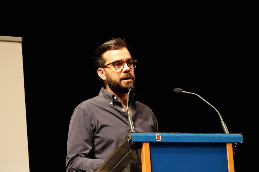 Álvaro Izquierdo, alcalde de Enix, durante su intervención.
