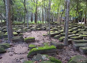 Photo: Temppelin takana on lisää kiviä - näistä voisi kasata vielä toisen temppelin?