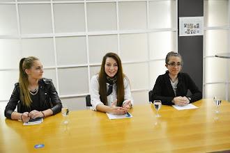 Photo: Knjigarna Haček v Celovcu. Mlade pesnice Verena Gotthardt, Amina Majetić in Katja Košir. (Foto Vincenc Gotthardt)