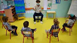 Las mascarillas serán habituales entre los docentes.