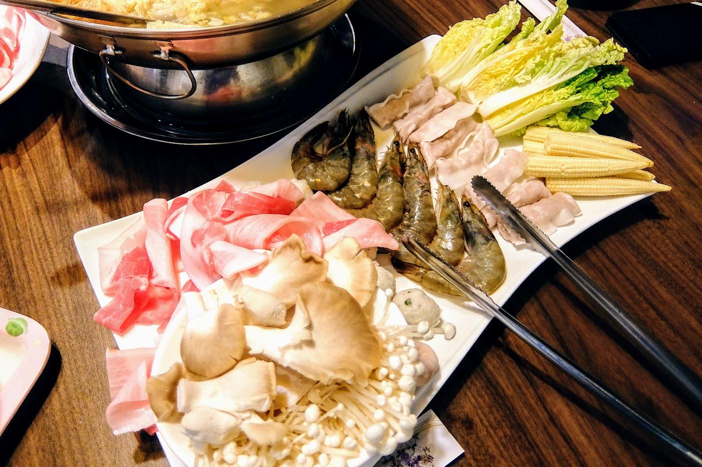 繽紛菜盤,有蝦有肉有菜有菇類