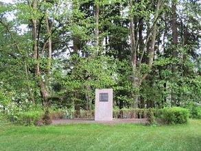 Photo: Kyyrölän sankarihautausmaan muistomerkki
