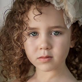 Dari by Anna Anastasova - Babies & Children Child Portraits ( child, girl, beautiful, little, portrait )