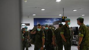 Legionarios en el aeropuerto de Almería.