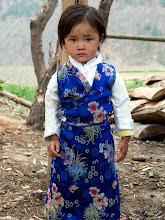 Photo: Auch die Kinder sind schon traditionell gekleidet.