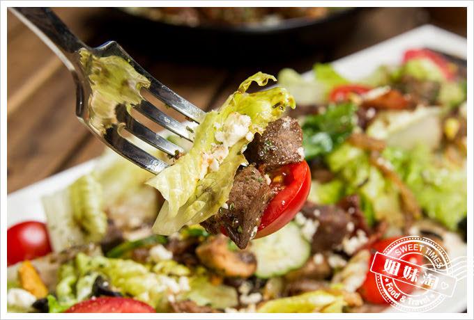 森夜早午餐餐廳鄉村蘑菇牛肉沙拉