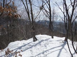ここで登山道は左に降りる(右に)