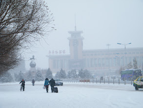 Photo: a late spring snow in 2013 for covering the dirt. in the night benzrad 朱子卓 dreamed of hot love. QRRS Dorms, where benzrad lingered years for his coming new family, turned chilly with loosing indoor water heat. here the main road of Qiqihar commercial area, with travelers heading to railway station.