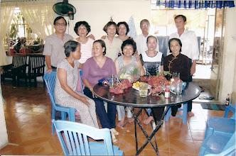 Photo: Họp mặt nhà Cô Vàng 8/2008 -Cựu giáo Sư, cựu nhân viên văn phòng & cựu học sinh