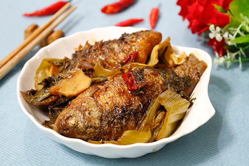 Cá diếc kho dưa chua đậm đà ăn kèm cơm nóng ngon khó cưỡng