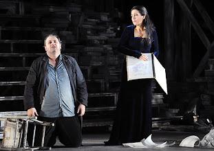 Photo: Theater an der Wien: MATHIS, DER MALER von Paul Hindemith. Premiere 12.12.2012, Inszenierung: Keith Warner. Wolfgang Koch, Manuela Uhl. Foto: Barbara Zeininger.
