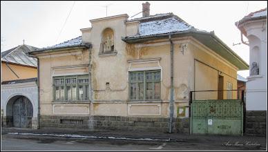 Photo: Str. Mihai Eminescu, Nr.1, poarta, Nr.3, Statuia Sf. Florian, Nr.5 - Bustul lui Mihai Eminescu - 2017.01.26