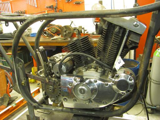 Positionnement du moteur dans le cadre.