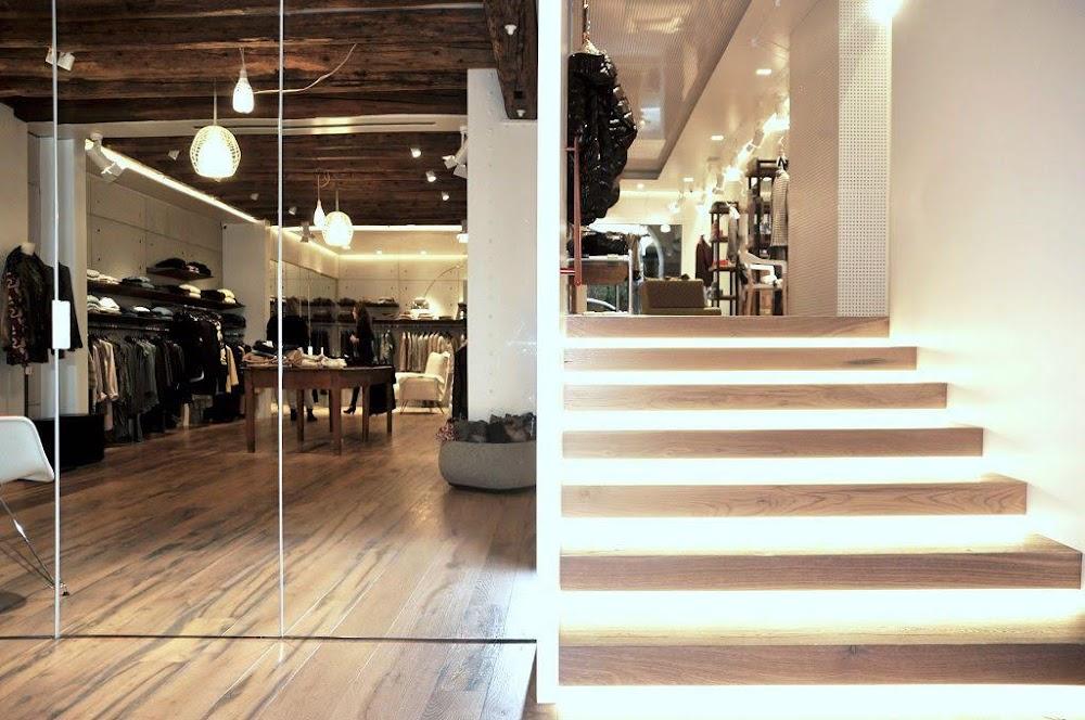 bài trí nội thất shop thời trang