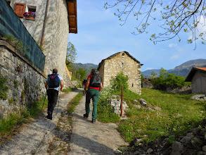 Photo: Dal Santuario saliamo sempre ripidi su strada carrabile cementata e poco dopo...