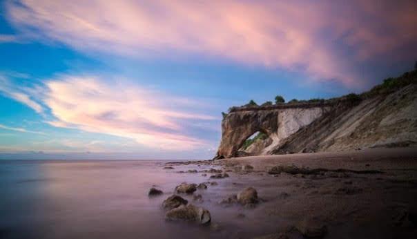 Tusan Cliff Beach, Sarawak