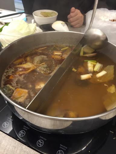 超推 罌粟鮮麻鍋 食材新鮮不油膩,湯頭順口,有別於一般麻辣鍋~