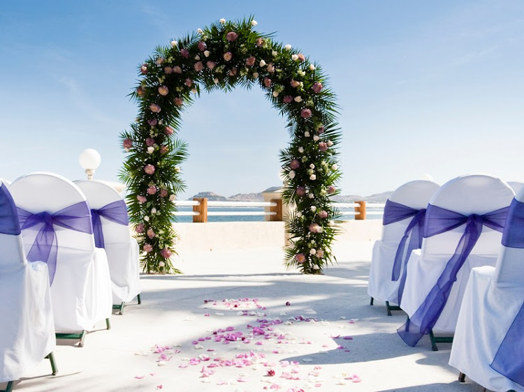 Weddings at the Barceló Grand Faro Los Cabos face the beautiful Sea of Cortez.