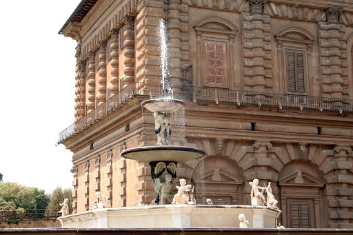 boboli-gardens-fountain.jpg - A fountain, with cherubs at the ready, near the entrance of Boboli Gardens in Florence.