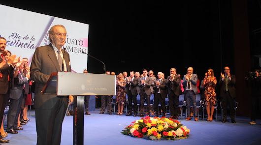 Emoción en los cuatro premiados en el Día de la Provincia