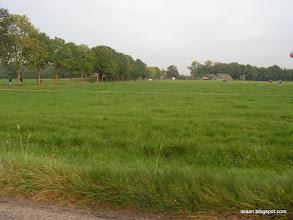 Photo: We gaan verder na de doorgang van de koeienstal.