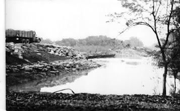 Photo: a pontonhíd építése