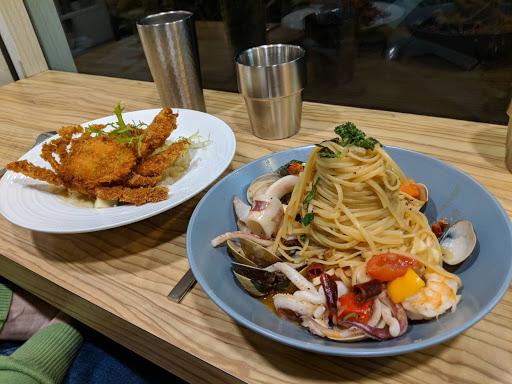新菜試菜 炸軟殼蟹燉飯 超級好吃 燉飯內還吃的到蟹黃、蟹肉、蟹腳肉! 這間是我心目中第一名的義大利麵 燉飯店!!