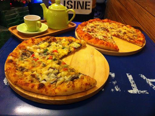 去吃有很久的時間了, 披薩很好吃,很特別 跟一般外面的餅皮不太一樣, 口感算有點Q的。