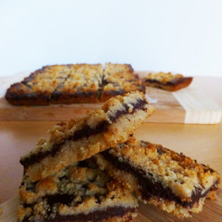 "5-Ingredient ""Nutella"" Crumble Bars (Low Carb, Paleo)"