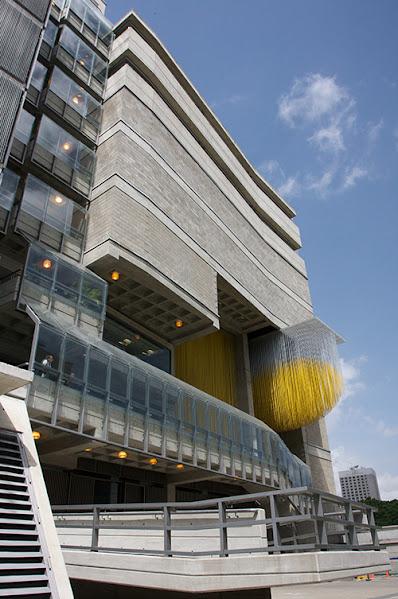 El CNASPM se encuentra ubicado en el Boulevard Santa Rosa, Quebrada Honda, Caracas, Venezuela. Tiene un área de construcción de 14.750 metros cuadrados distribuidos en once niveles.
