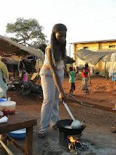 Photo: ORODARA - ostatnia miejscowość w Burkinie Fasso przed granicą z MALI - jemy smażony na ulicy smaczny jam