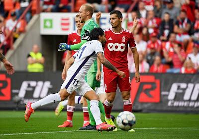 🎥 Anderlecht remporte le Clasico sans briller, le Standard a vu rouge deux fois
