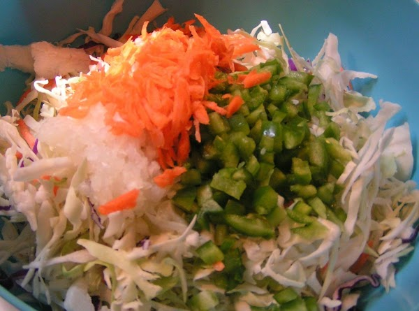 Combine slaw, bell pepper, onion and carrot in large bowl.