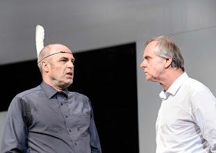 Photo: Wien/ Theater in der Josefstadt: KAFKA - EIN PROJEKT VON ELMAR GOERDEN. Premiere 25.4.2015. Regie: Elmar Goerden. Peter Kremer,  Toni Slama. Foto: Barbara Zeininger