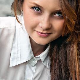Оля by Sergey Kuznetsov - People Portraits of Women ( beauty, model, girl, portrait, posing )