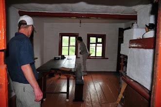 Photo: La salle de la maison C.OR.E. ; Damien et Dominique