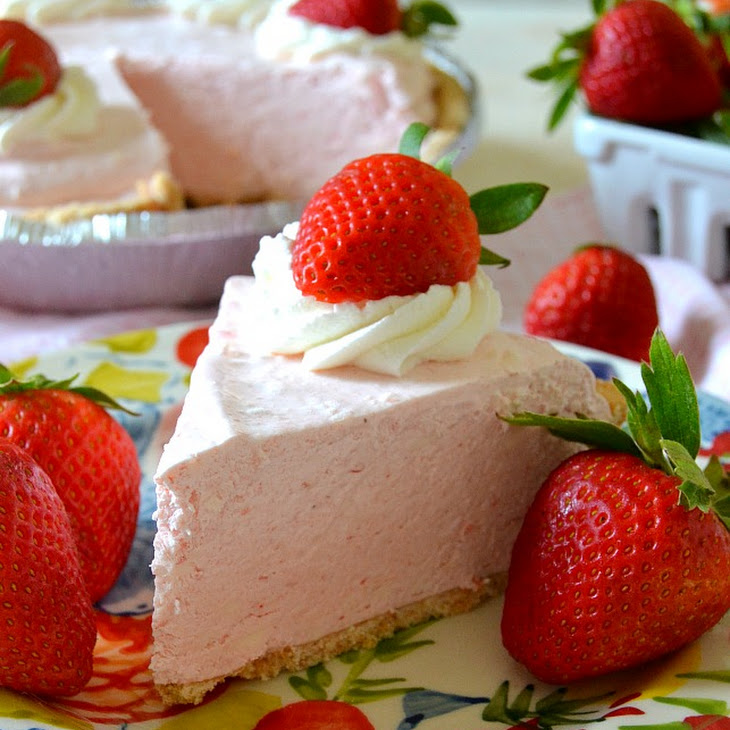 No-Bake Frozen Strawberry Daiquiri Pie
