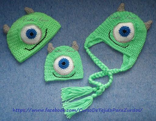 diferentes tamaños de gorros mike wasowski tejidos al crochet ganchillo para zurdos