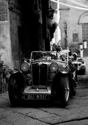 La storia automobilistica tra i vicoli. di black&blue2708