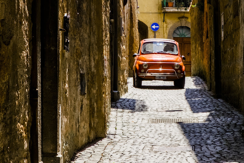 Old City Car in Cortona di Miki Sarace
