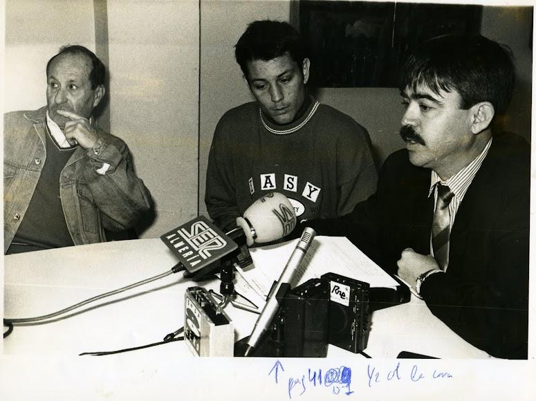 Con Moisés Ruiz en una rueda de prensa.