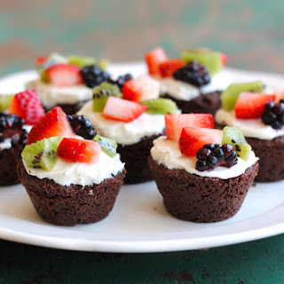 Gluten-Free Brownie Fruit Pizza Bites