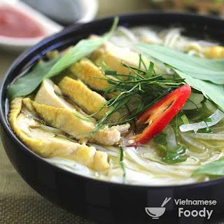 Description Vietnamese Chicken and Cellophane Noodle Soup (Miến Gà).