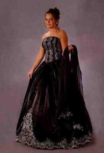 女性のプラスサイズのドレス