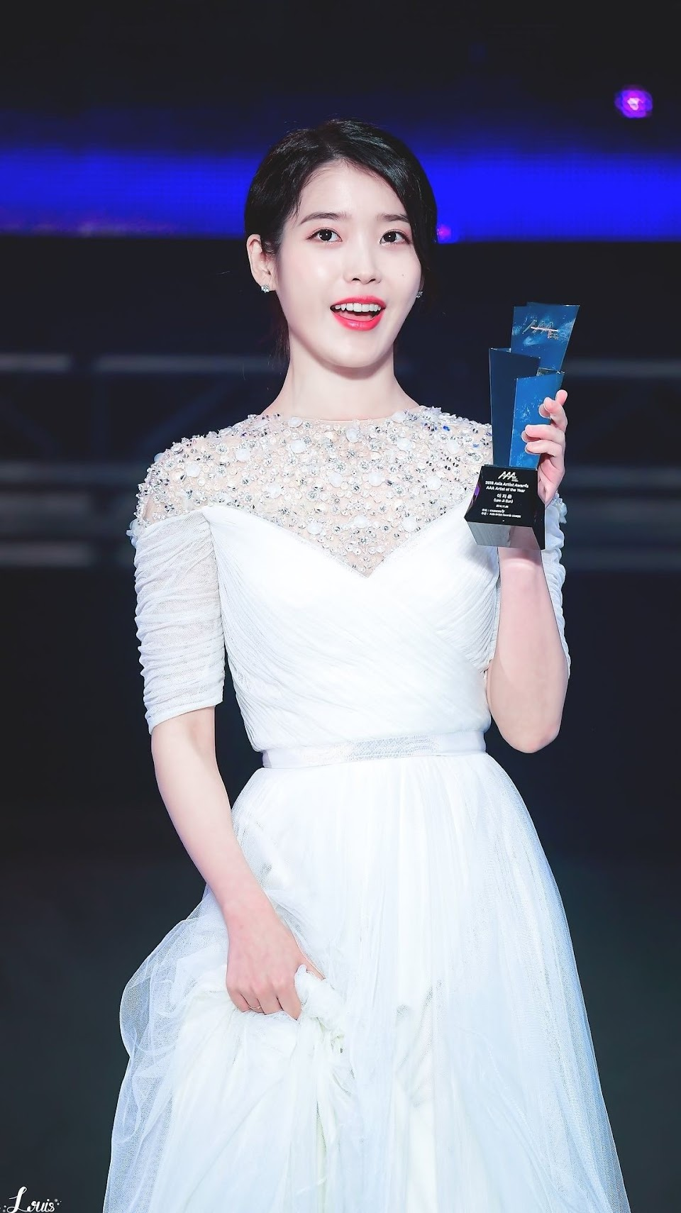 iuwhitegowns_2018 asia artist awards b