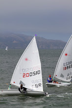 Photo: Sailors from Great Britain and the USA are closely chasing Scott in the New Zealand boat.